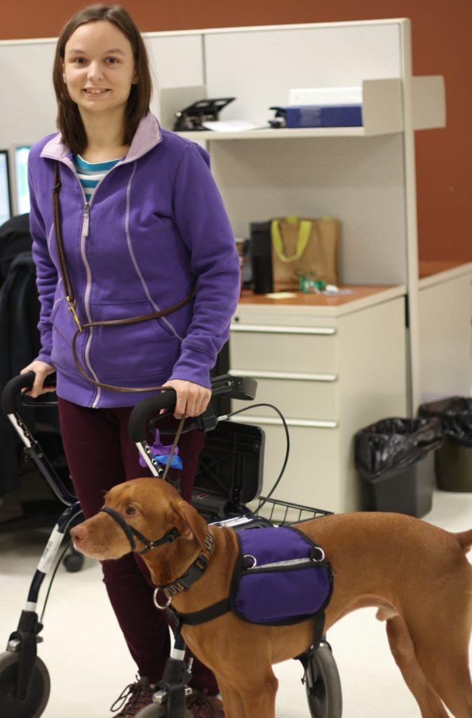 Michelle et Uno, son chien de service
