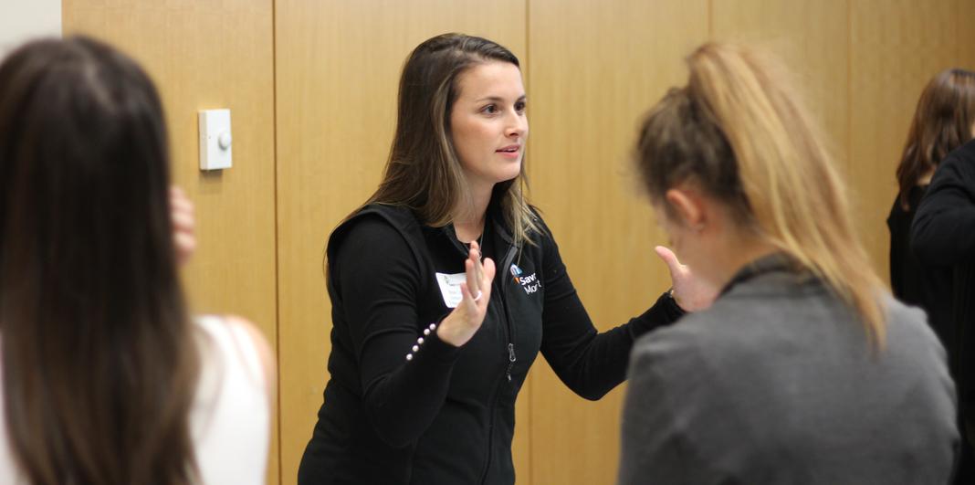 Marijke de l'ISM parle aux étudiants en médecine