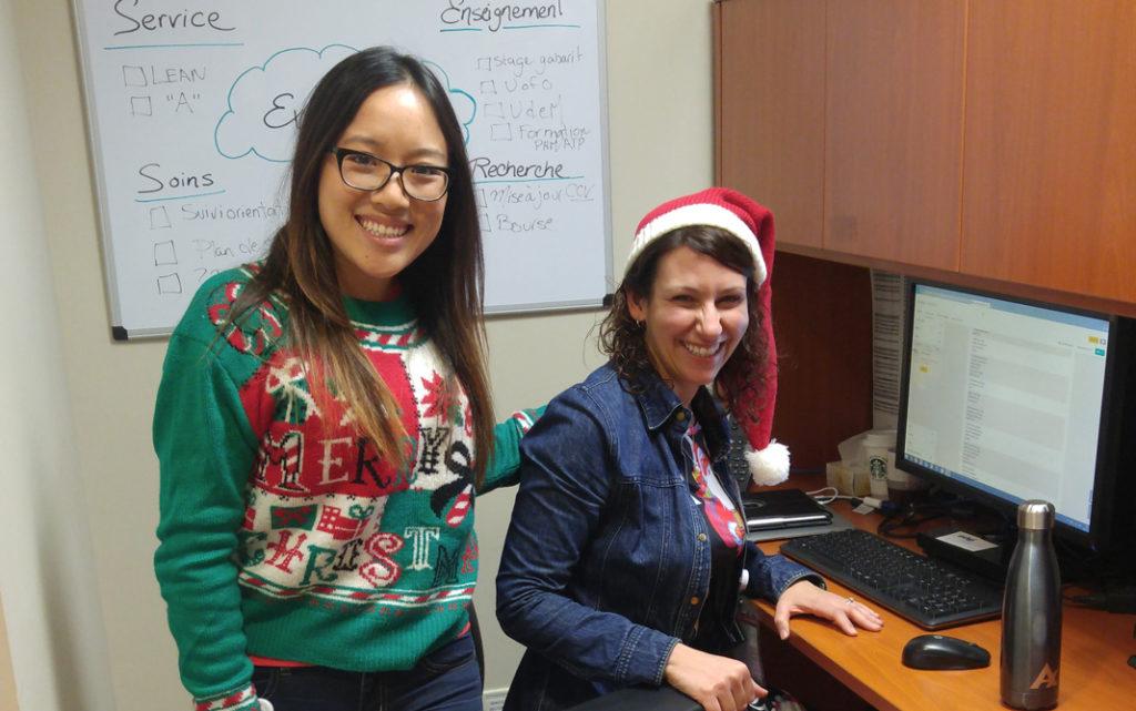 Des membres de l'équipe de la pharmacie avec leurs chandails de Noël