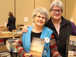 Jeanne D'Arc et Céline à la vente de livres