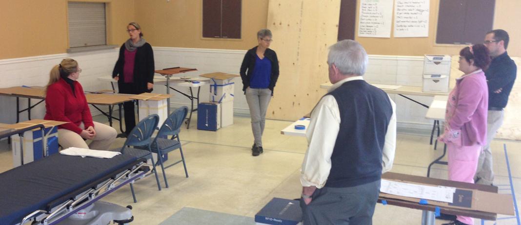 Les participants évaluent la salle de plâtre