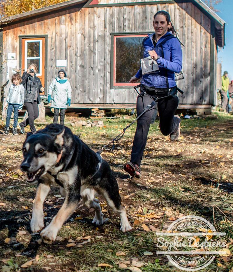 Cpl Ackaoui à la course avec un de ses chiens
