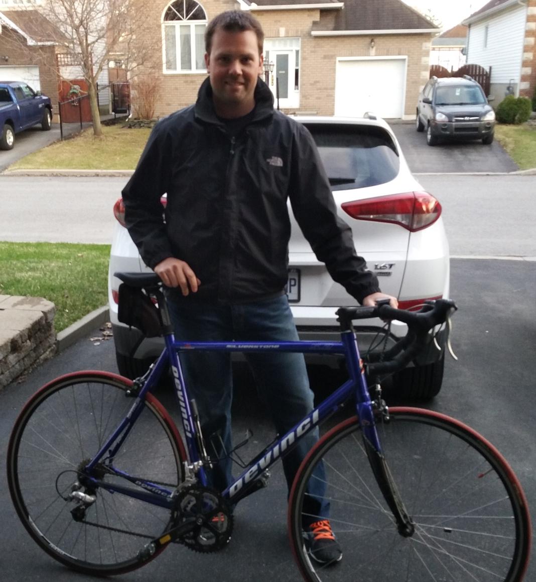 Maxime Rabouin avec sa bicyclette