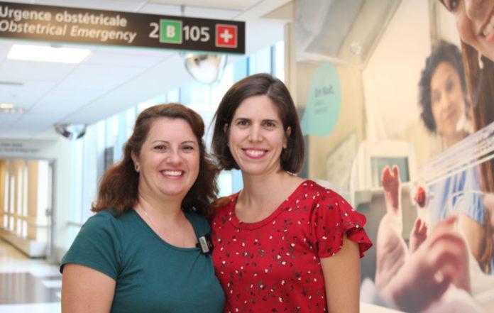 Deux femmes qui sourient
