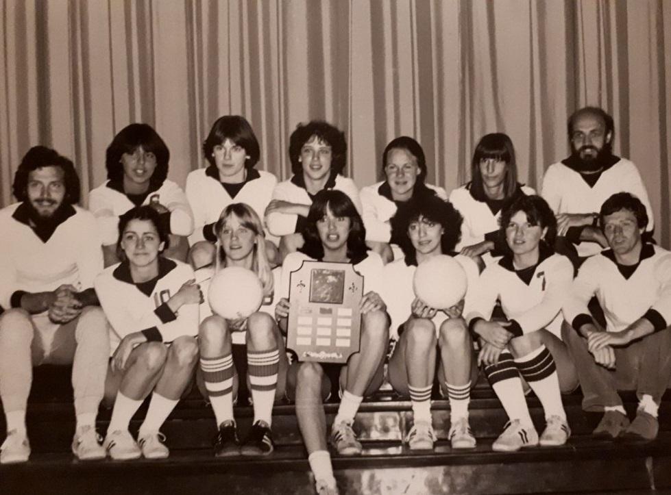 Dr Prud'homme et l'équipe de volleyball féminin