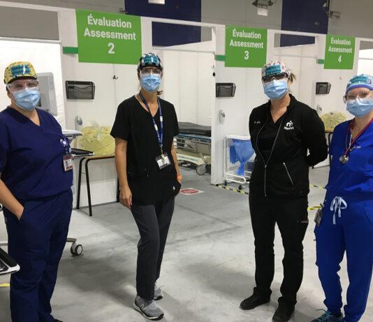 quatre médecins de la clinique Ray-Friel prenne la pose