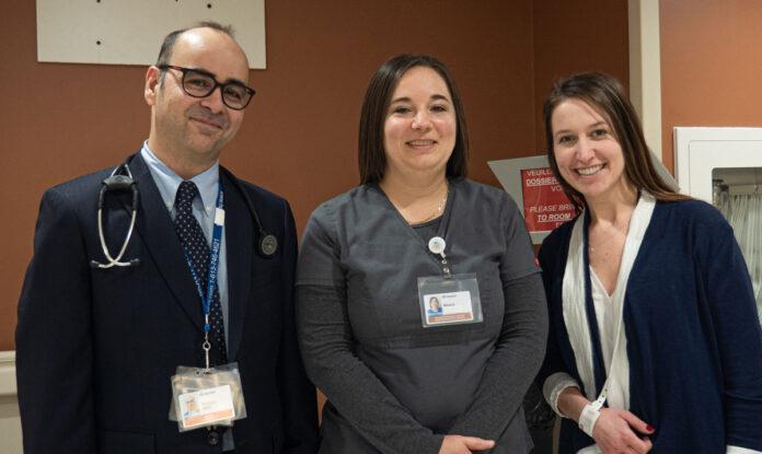 Dr Nassoh Hafez, Mélanie Lavictoire, technologue en échographie cardiaque, et Sophie Leduc, agente de projet à l'Hôpital Montfort et à l'Institut du Savoir Montfort, lors d'un tournage d'une vidéo (avant la pandémie) pour une des campagnes Choisir avec soin.